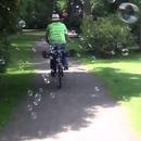 miniature pour Un vélo qui fait des bulles de savon