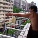 homme-peche-poisson-balcon