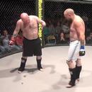 miniature pour Un combattant MMA se chie dessus