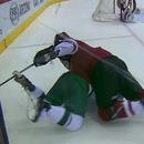 crosse-bloque-pieds-joueur-hockey