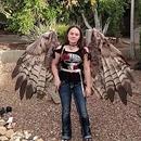 miniature pour Une fille et ses ailes articulées pour Halloween