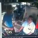 miniature pour Un chauffeur de bus corrige un ado