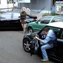 miniature pour Un homme aide une femme à se garer