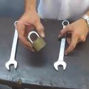 miniature pour Ouvrir un cadenas avec 2 clés plates