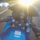 motard-ebloui-soleil-percute-voiture