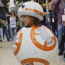 miniature pour Une petite fille dans un cosplay du droïde BB-8
