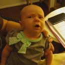 miniature pour Un bébé fatigué d'éternuer