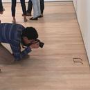 miniature pour Des lunettes au sol dans une galerie d'art