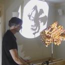 miniature pour Une sculpture en LEGO affiche trois ombres différentes