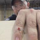miniature pour La blague du menuisier qui a le doigt agrafé