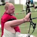 miniature pour Un juge essaie de serrer la main d'un amputé aux Jeux Paralympiques