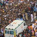 foule-passer-ambulance