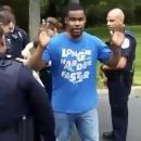 miniature pour La police relâche un homme armé
