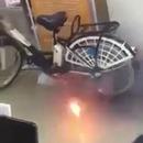 miniature pour La batterie d'un vélo électrique explose