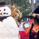 miniature pour Un bonhomme de neige qui fait peur pour Halloween