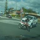 miniature pour Du motard cassé au rond-point