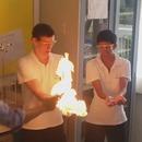 miniature pour Des élèves se font passer une boule de feu