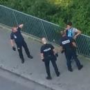 police-jette-telephone-jeune