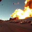 miniature pour Une grosse explosion envoie une voiture à plusieurs mètres de haut