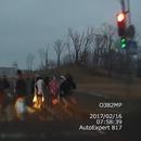 miniature pour Une femme en voiture renverse des piétons à un feu rouge