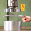 miniature pour La presse hydraulique écrase de l'adamantium