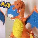 miniature pour Il sculpte le pokémon Dracaufeu avec un stylo 3D