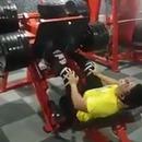 bodybuilder-casse-jambe-presse-cuisses