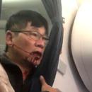 miniature pour Un passager trainé de force hors d'un avion United à cause du surbooking