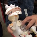 miniature pour Une peluche Elmo rigole sans sa fourrure