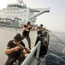pirates-somaliens-tirer-aborder-bateau
