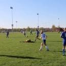 miniature pour Un arbitre fait le grand-écart pour éviter un ballon