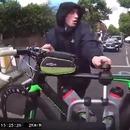 miniature pour Vol de vélo derrière une voiture