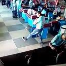 homme-canette-tombe-jongler