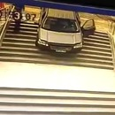 confondre-entree-parking-immeuble-voiture