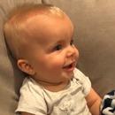 miniature pour Un bébé entend pour la première fois son père jouer de la guitare