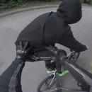 miniature pour Un motard rattrape un voleur à l'arraché de téléphone