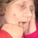 miniature pour Réveiller mamie avec un doigt dans la bouche