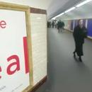 miniature pour Une fille coincée par les contrôleurs dans le métro