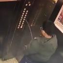 pipi-boutons-ascenseur-casse