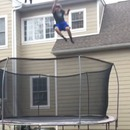 chute-travers-trampoline