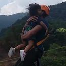 saut-pendulaire-fille-2-ans