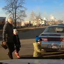miniature pour Un enfant fonce dans une voiture quand il traverse la rue en courant