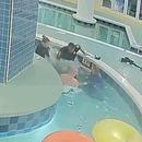 miniature pour Un enfant de 12 ans coincé sous l'eau pendant 9 minutes