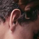miniature pour Un ver lui mange le cérumen de l'oreille