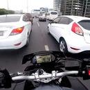 miniature pour Conduite agressive d'un motard dans les bouchons