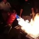 miniature pour Chauffer le charbon d'un barbecue avec une bonbonne de gaz