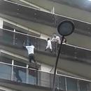 homme-monte-balcons-sauver-enfant-suspendu-paris