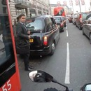 chauffeur-bus-arrete-moto-accident-pieton