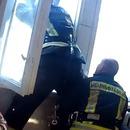 miniature pour Un suicidaire rattrapé par un pompier par la fenêtre d'en dessous