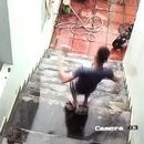 miniature pour Un téléphone sauvé lors d'une chute dans les escaliers